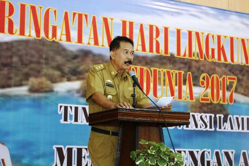Asisten Bidang Pemerintahan dan Kesra, Heri Suliyanto pada acara peringatan Hari Lingkungan Hidup se-Dunia Tingkat Provinsi Lampung di Gedung Kwartir Daerah Pramuka, Bandarlampung, Senin 11 September 2017.