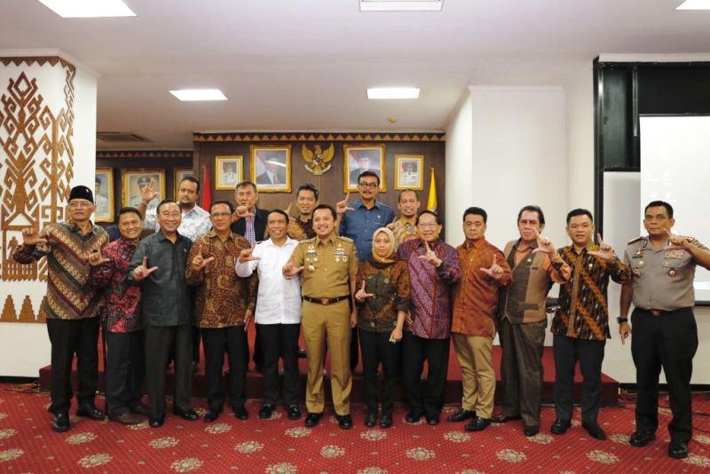 Gubernur Lampung M. Ridho Ficardo saat menerima kunjungan kerja spesifik Komisi II DPR RI, di Ruang Abung Balai Keratun, Selasa 19 September 2017.