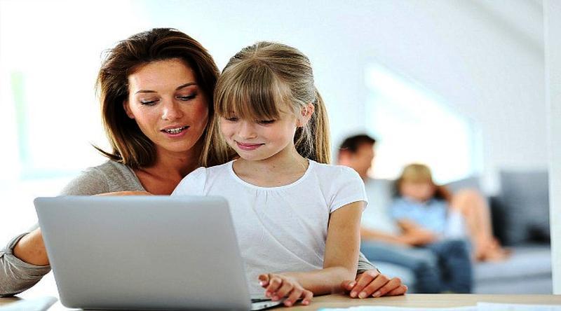 Orangtua harus bicara soal pornografi pada anak yang bisa diakses lewat internet. (Ilustrasi: Educate Empower Kids)