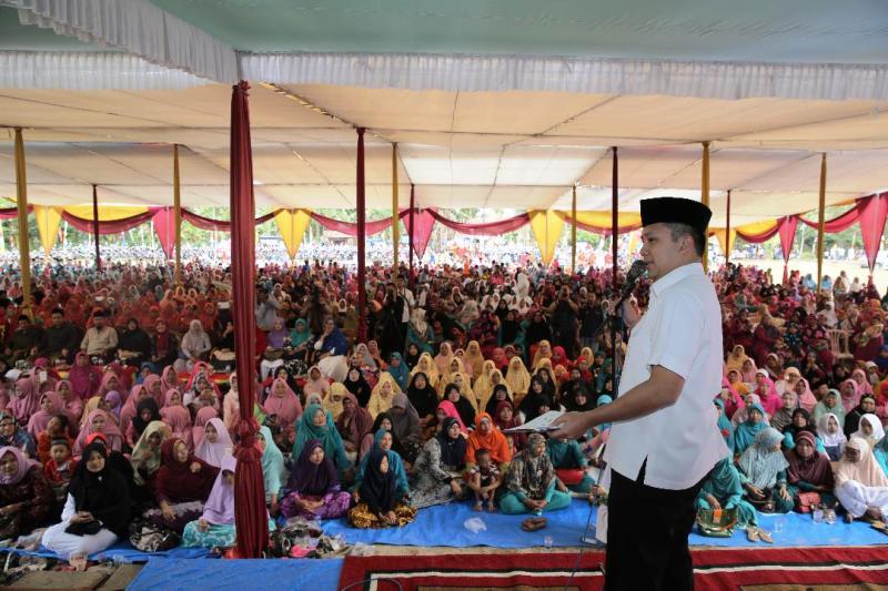 M.Ridho Ficardo pada acara silaturahmi dan Pengajian Akbar bersama warga masyarakat Natar, Lampung Selatan di Desa Krawangsari, Rabu 27 September 2017  siang.