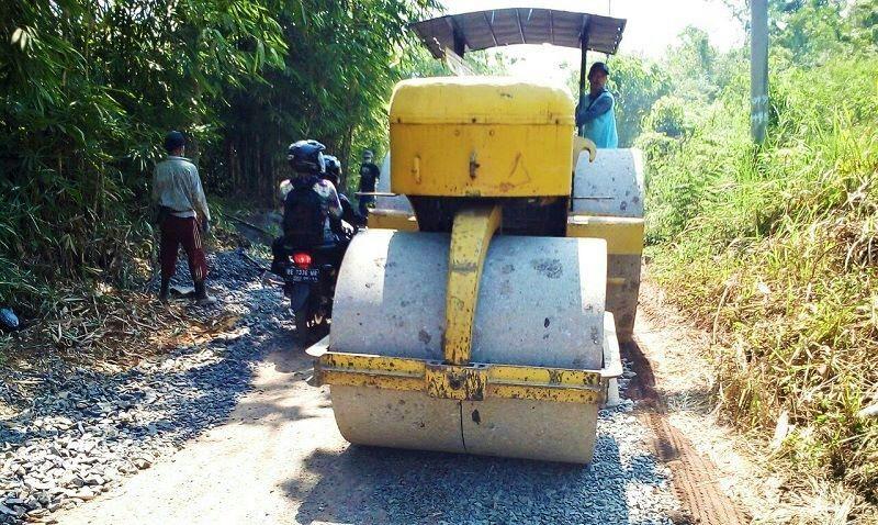 Pembangunan dan pemeliharaan jalan ruas Provinsi Kasui-Air Ringkih link 075 koridor 17, Kabupaten Way Kanan batas Sumatera Selatan.