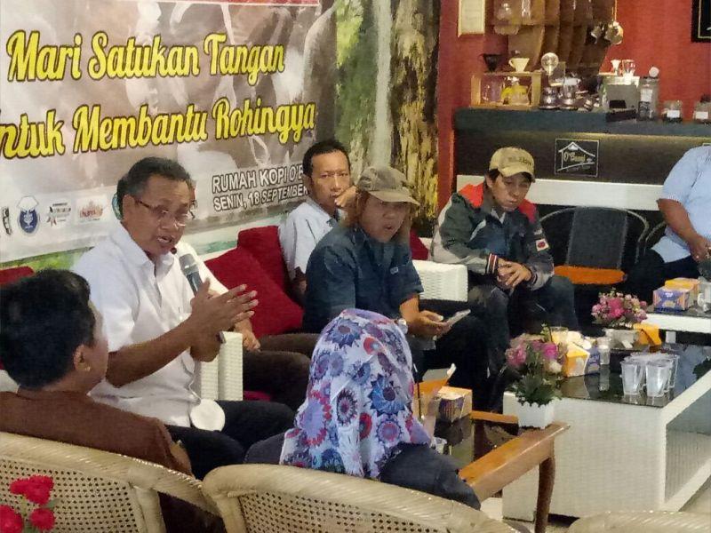Sutono Ketua Himpunan Alumni IPB DPD Lampung saat di Roemah Kopi O'Bangi Way Halim, Bandar Lampung, Senin 18 September 2017.
