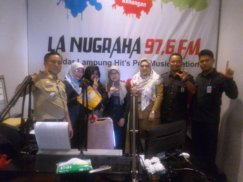 Kepala BPS Lampung Yeane Irmaningrum (tengah) usai talkshow di La Nugraha Bandar Lampung, Selasa 26 September 2017.