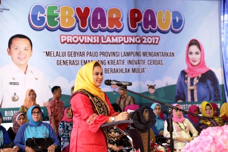 Bunda Paud Provinsi Lampung Yustin Ridho Ficardo di Lapangan Korpri Bandar Lampung, Jumat 08 September 2017.