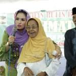 Yustin Ficardo Bagikan Empat Tiket Umroh ke Jemaah Lansia