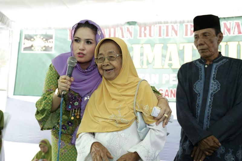 Ketua Majelis Taklim Ar-Ridho Yustin Aprilani Ficardo di Desa Adirejo, Pekalongan Lampung Timur, Minggu 24 September 2017.