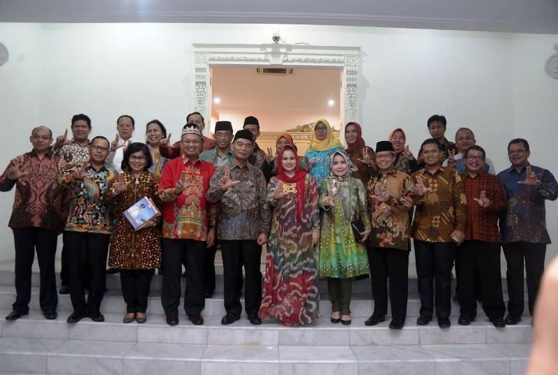 Menteri Pendidikan dan Kebudayaan (Mendikbud), Muhajir Effendi, pada acara jamuan makan malam bersama Panitia Olimpiade Ahmad Dahlan, di Mahan Agung, Kamis 26 Oktober 2017 malam.