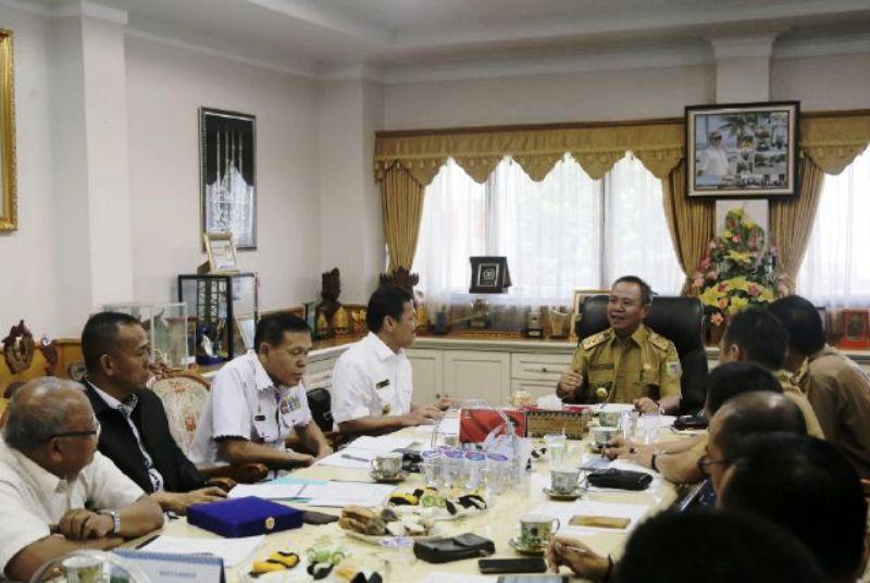 Anggota Wantannas Sumari, saat diterima Wakil Gubernur Lampung Bachtiar Basri di ruang kerjanya, Selasa 3 Oktober 2017.