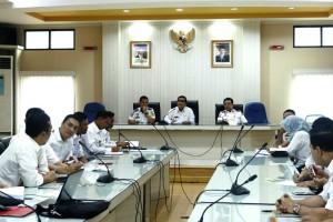 Rapat pembahasan rencana pembangunan akses jalan masuk ke pelabuhan sebalang,  di ruang rapat kantor Kesyahbandaran dan Otoritas Pelabuhan (KSOP) kelas I Panjang, Rabu 4 Oktober 2017.