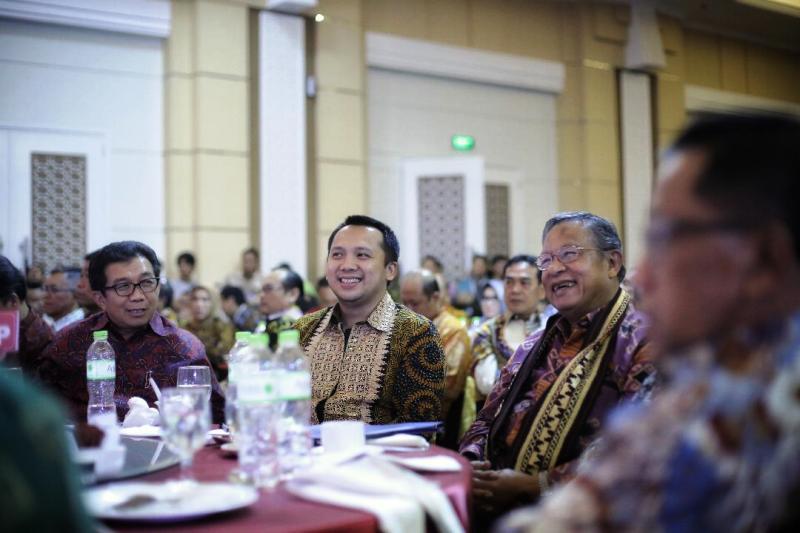 """Gubernur M.Ridho Ficardo pada cara Seminar Nasional Ikatan Sarjana Ekonomi Indonesia (ISEI), yang mengusung tema """"Terobosan Mengatasi Kesenjangan Sosial Ekonomi""""."""