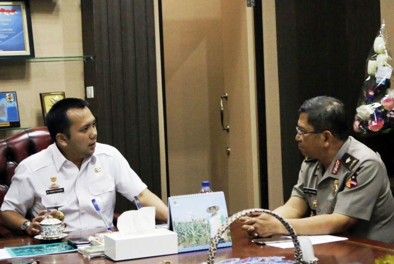 Gubernur Lampung Muhammad Ridho Ficardo bersama Kepala Biro Pengkajian dan Strategi Staf Operasi Polri (Sops) Mabes Polri, Brigjen Jati Wiyono.