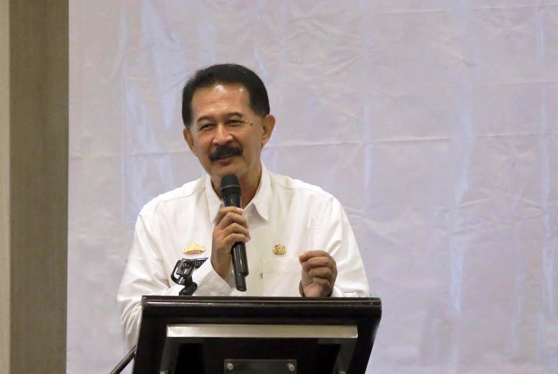 Asisten Bidang Pemerintahan dan Kesra, Heri Suliyanto saat memberikan sambutan Gubernur Lampung M. Ridho Ficardo di Hotel Emersia, Rabu 25 Oktober 2017.
