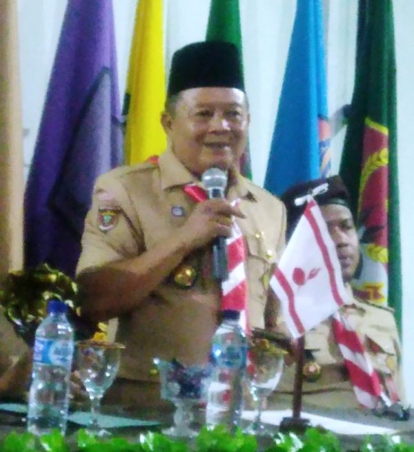 Wakil Ketua Bidang VII Abdimasgana Kwarda Lampung Kak Sumarju Saeni saat membuka kegiatan Orientasi Satgas Pramuka Peduli di Samar Scout Camp Rajabasa, Bandar Lampung, Sabtu 14 Oktober 2017.