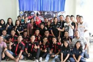 Karinkers bersama para anggota Toyota Agya Club (TAC) Lampung usai kegaitan di di aula STIE Gentiaras, Jalan Purnawirawan 14 Gedong Meneng Kedaton, Bandar Lampung, Minggu, 22 Oktober 2017.