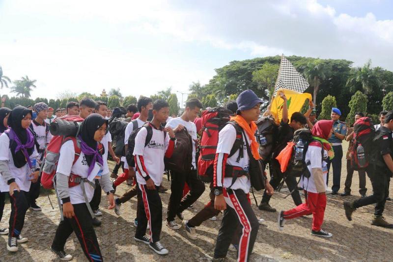 Pelepasan Lomba Lintas Alam Bukit Barisan di Lapangan Korpri Kantor Gubernur Provinsi Lampung, Jumat 27 Oktober 2017.
