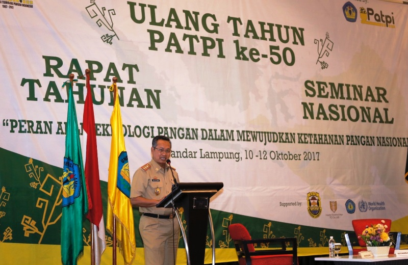 Sekretaris Daerah Provinsi, Sutono, pada Seminar Nasional Pertemuan Ilmiah Tahunan Perhimpunan Ahli Teknologi Pangan Indonesia (PAPTI) Tahun 2017, di Ballroom Novotel Lampung, Selasa 10 Oktober 2017.