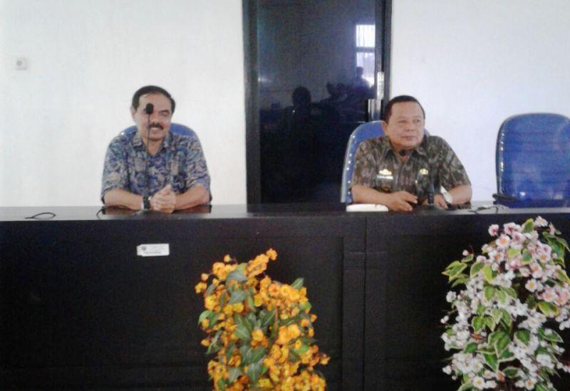 Kepala Dinas Sosial Provinsi Lampung Sumarju Saeni  (kanan) bersama Direktur Rehabilitasi Sosial Anak Kementerian Sosial Doso Hari Prasojo A