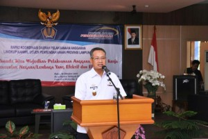 Sekretaris Daerah Provinsi Lampung, Sutono saat membuka rapat koordinasi daerah pelaksanaan anggaran 2017, di Aula Kanwil Ditjen Perbendaharaan Provinsi Lampung, Rabu 18 Oktober 2017.