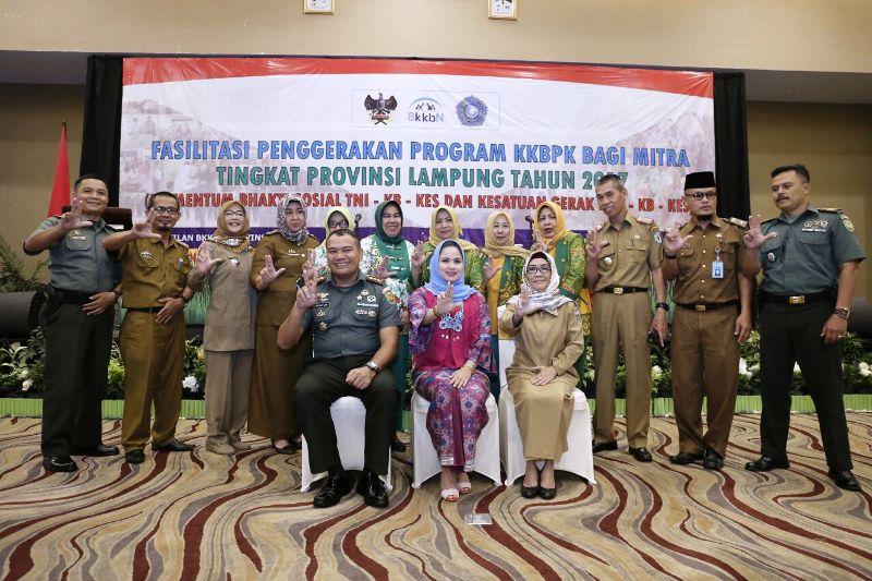 Aprilani Yustin Ficardo, pada acara fasilitasi penggerakan bagi mitra dalam momentum Bhakti TNI-KB-Kesehatan dan Kesatuan Gerak PKK-KB-Kesehatan Provinsi Lampung di Hotel Emersia, Senin 9 Oktober 2017.