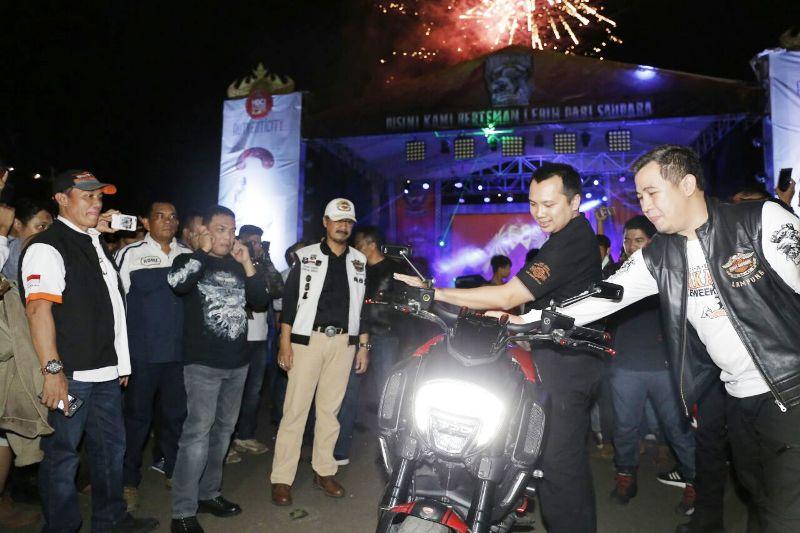 Gubernur Ridho saat menutup Krakatoa Bike Week 2017 di Lapangan Saburai Korem 043/Gatam, Bandar Lampung, Sabtu 25 November 2017 malam.