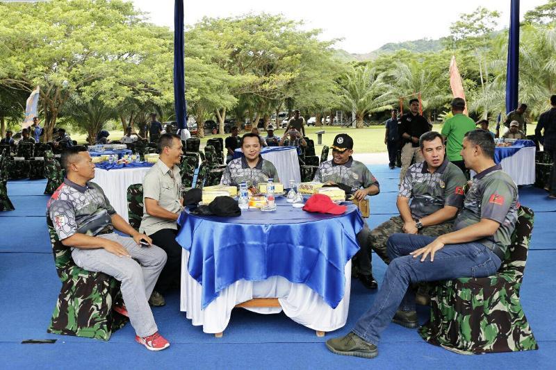 Gubernur Ridho Ficardo pada penutupan Marines Fun Shooting dalam rangka HUT ke-72 Marinir, di lapangan Jumaryo, Mako Brigif-3 Marinir Piabung, Pesawaran, Minggu 26 September 2017.