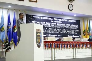 Bachtiar Basri saat penyampaian rancangan Kebijakan Umum Anggaran dan Prioritas dan Plafon Anggaran Sementara (KUA-PPAS) APBD Provinsi Lampung, di Ruang Sidang Kantor DPRD Provinsi Lampung, Senin 13 November 2017.