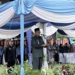 Gubernur Ridho Bagikan Baju Batik untuk 26 Ribu Guru SMA/SMK
