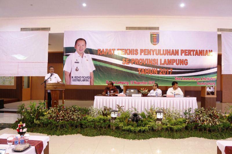 Sekretaris Daerah Provinsi Lampung, Sutono, pada rapat teknis penyuluhan pertanian se-Provinsi Lampung di Aula Begadang Resto, Rabu 15 November 2017.
