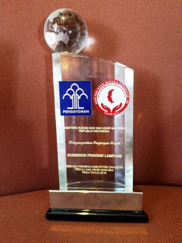 Gubernur Lampung Muhammad Ridho Ficardo mendapatkan penghargaan sebagai Pembina Hak Asasi Manusia (HAM) terbaik dari Kementrian Hukum dan HAM RI.