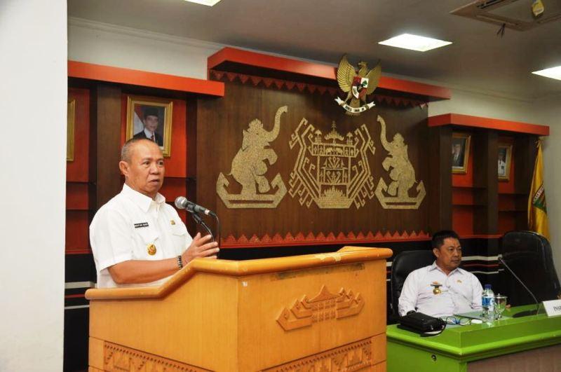 Wakil Gubernur, saat memberi sambutan pada acara Rapat Koordinasi Pengawasan Daerah (RAKORWASDA) Tahun 2017, Rabu 6 Desember 2017 di Ruang Sungkai, Balai Keratun.