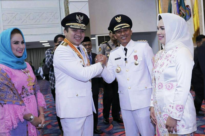Gubernur Muhammad Ridho Ficardo besama Bupati Lampung Barat, Parosil Mabsus di Balai Keratun Lt.III, Bandar Lampung, Senin 11 Desember 2017