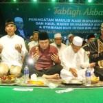 Gubernur Ridho Berbaur dengan Masyarakat Dengarkan Tausyah Ustadz Abdul Somad