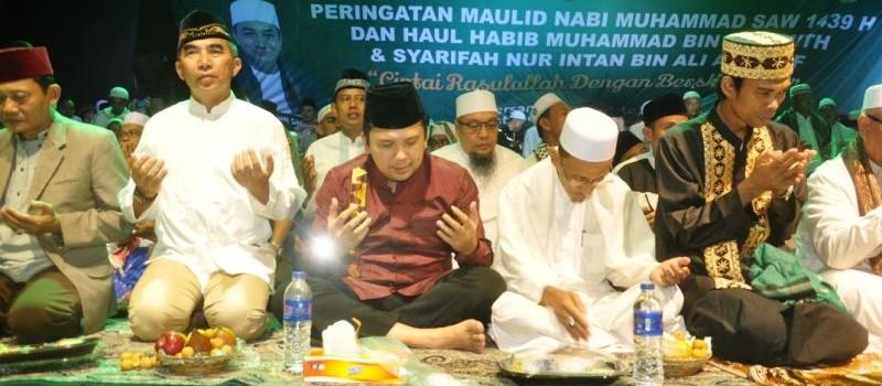 Gubernur Muhammad Ridho Ficardo pada acara tausiah Ustadz Abdul Somad, di Lapangan Korem 043/ Gatam Saburai Bandar Lampung, Selasa 12 Desember 2017 malam.