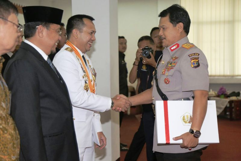 Gubernur Lampung Muhammad Ridho Ficardo bersama Kapolda Lampung  Irjend Suroso Hadi Siswoyo.