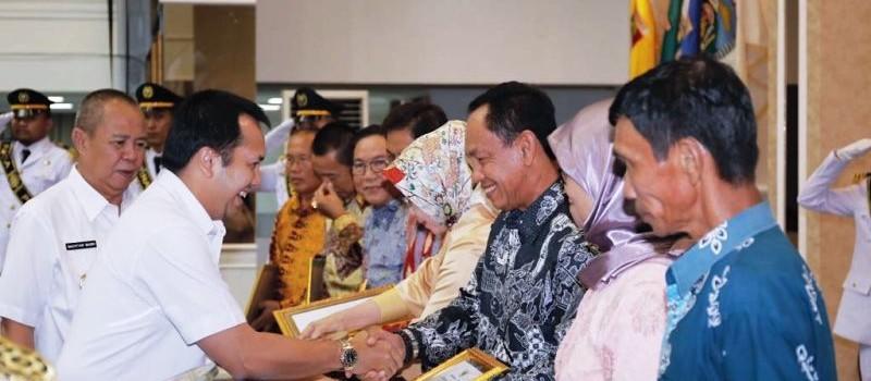 Gubernur Muhammad Ridho Ficardo melepas 332 Pegawai Negeri Sipil (PNS) yang memasuki masa purna bakti.