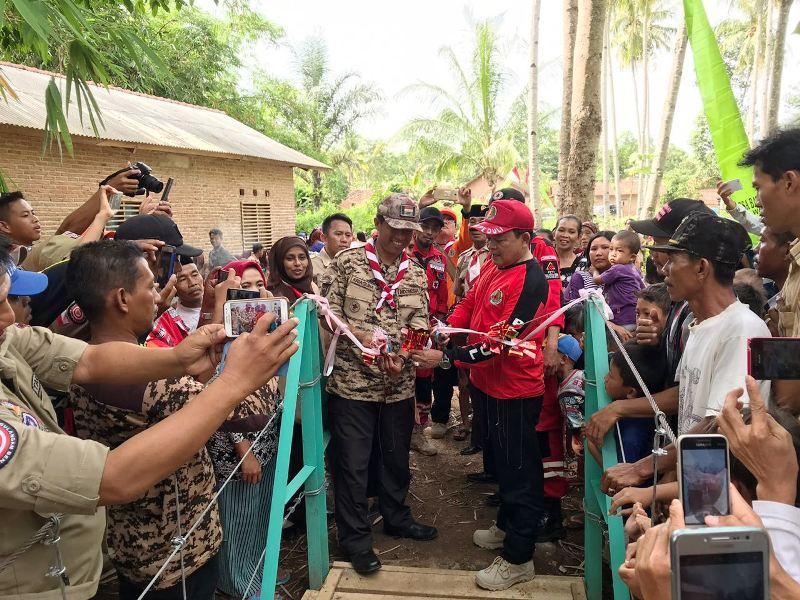 Peresmian dan Penyerahan jembatan kepada masyarakat oleh Ketua Bidang VII Pengabdian Masyarakat Kwarda Lampung Sumarju Saeni, pada Sabtu 09 Desmber 2017.