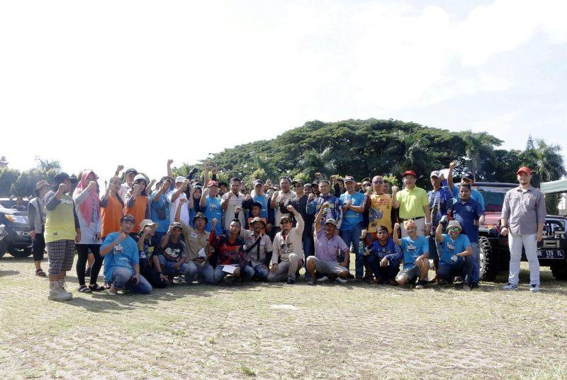 """Para peserta off-road """"Jelajah Sai Bumi Ruwa Jurai 3"""" di Lapangan Korpri, Bandar Lampung, Sabtu 9 Desember 2017."""