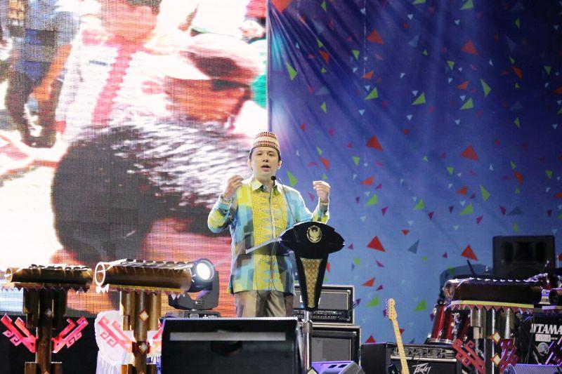Gubernur Muhammad Ridho Ficardo membuka Lampung Fair tahun 2017 di PKOR Way Halim Bandar Lampung, Jumat 15 Desember 2017.
