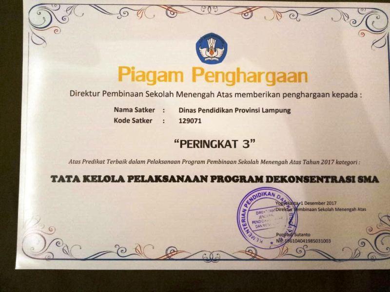 Piagam penghargaan Tata Kelola Pelaksanaan Program Dekonsentrasi SMA