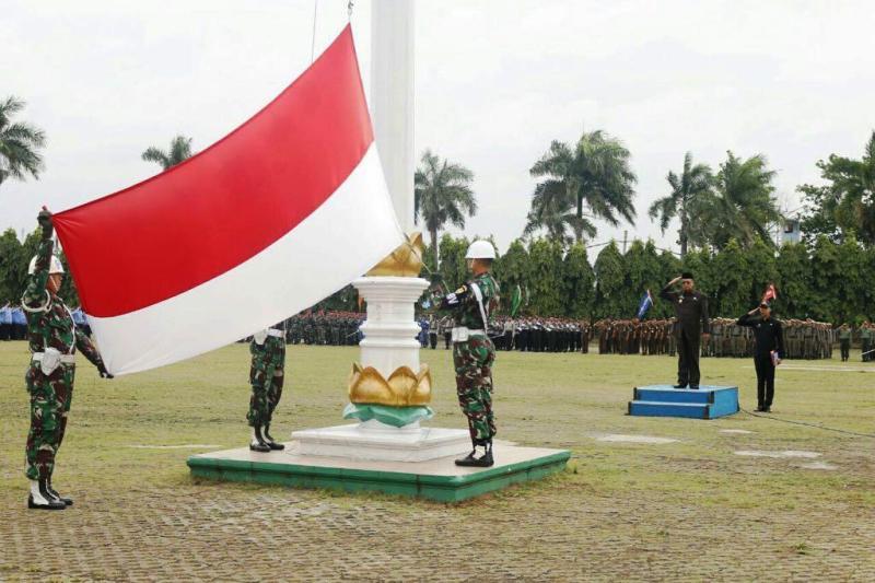 Upacara peringatan Hari Bela Negara di Lapangan Korpri Kantor Gubernur Lampung, Selasa 19 Desember 2017.