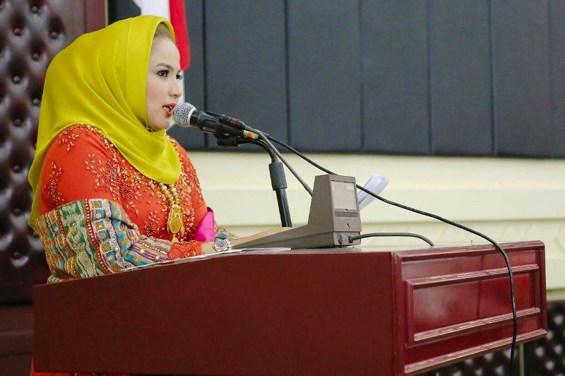 Bunda PAUD Provinsi Lampung Yustin Ridho Ficardo pada sambutan acara pelantikan Winarti sebagai Bunda PAUD Tulangbawang, di Gedung Pusiban Kantor Gubernur, Senin 18 Desember 2017.