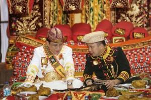 Gubernur Lampung Muhammad Ridho Ficardo dan Edward Syah Pernong, Sultan Kepaksian Pernong Skala Brak ke-23.