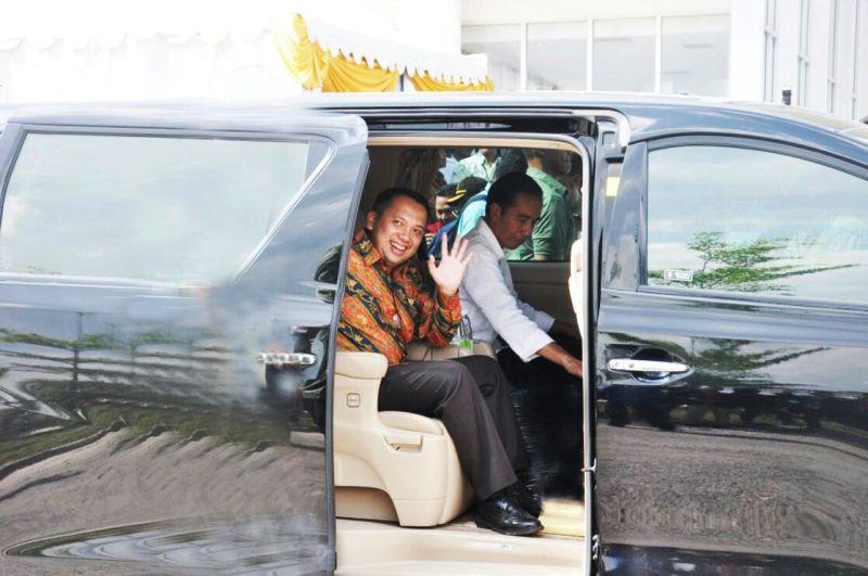 Presiden Joko Widodo bersama Gubernur Lampung Muhammad Ridho Ficardo.