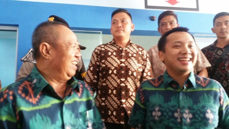 Pasangan Ridho berbhakti Jilid II menebar keharmonisan dan tampak serasi dengan memakai pakaian yang sama berwarna hijau usai menjalani tes psikologi di rumah sakit Abdul Moeloek pada Minggu 14 Januari 2018.