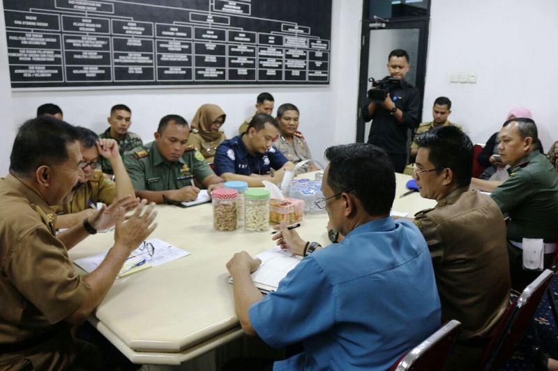 Pemerintah Provinsi Lampung menggelar rapat persiapan Kunjungan Kerja Organisasi Aksi Solidaritas Era (OASE) Kabinet Kerja ke Provinsi Lampung.