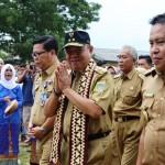 Gubernur Ridho Mulai Beri Insentif untuk Pengawas, TU, dan Guru Honor Bulan Februari 2018 Ini