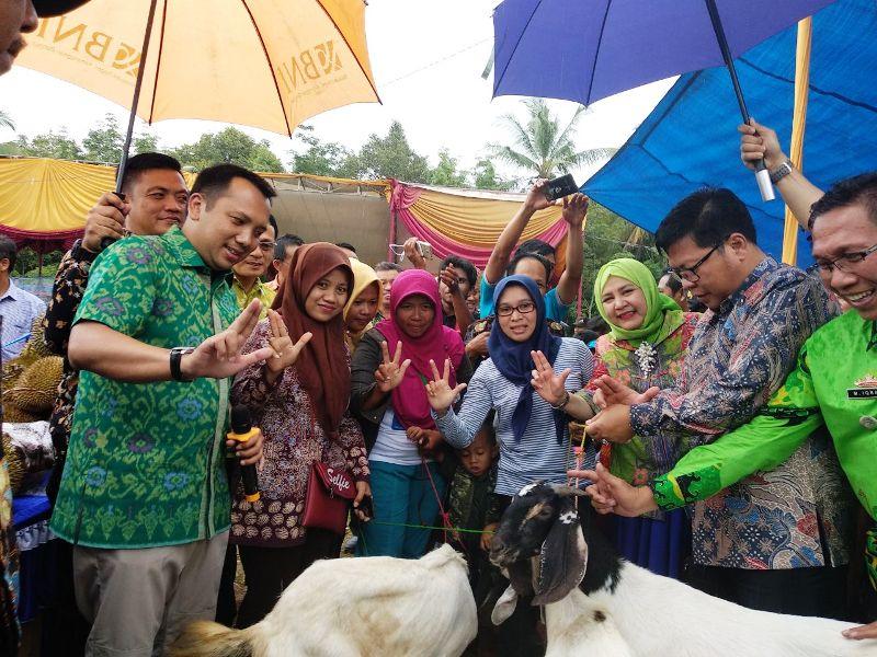 Gubernur Lampung M. Ridho Ficardo saat pertanda  peresmian Sungai Langka sebagai Desa Agrowisata pertama di Provinsi Lampung  Sabtu, 10 Februari 2018