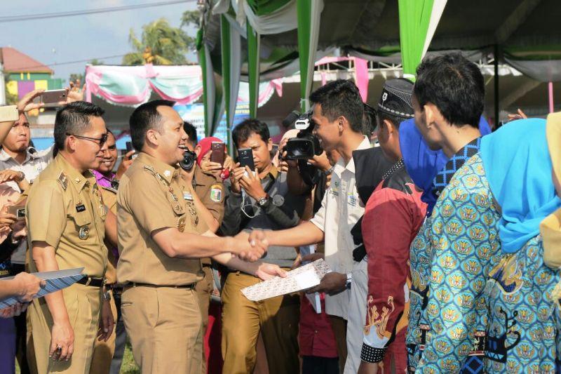 Gubernur Lampung Muhammad Ridho Ficardo di Lapangan Sribawono, Kecamatan Sribawono Kabupaten Lampung Timur, Selasa 6 Februari 2018.