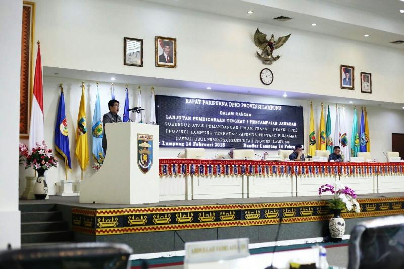 Plt. Sekretaris Daerah Provinsi Lampung Hamartoni Ahadis dalam rapat di Ruang Sidang DPRD Provinsi Lampung, Rabu 14 Februari 2018.