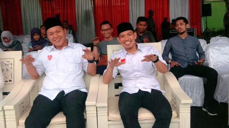 Sekretaris Partai Nasdem Fauzan Sibron bersama Bupati nonaktif Lampung Tengah Mustafa. facebook.com